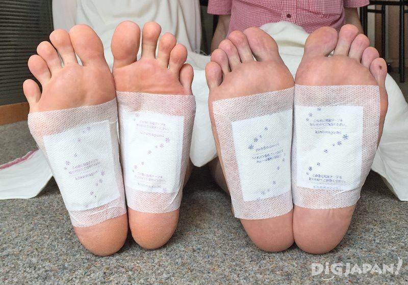 แผ่นแปะเท้า Ashi Rila Sheet_ลองแปะเท้า
