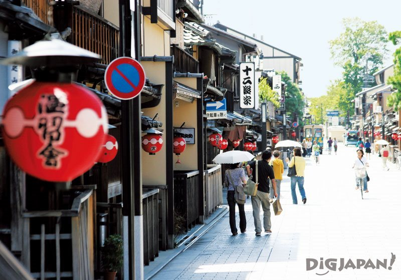 Hanamikoji-dori Street in Gion, Kyoto