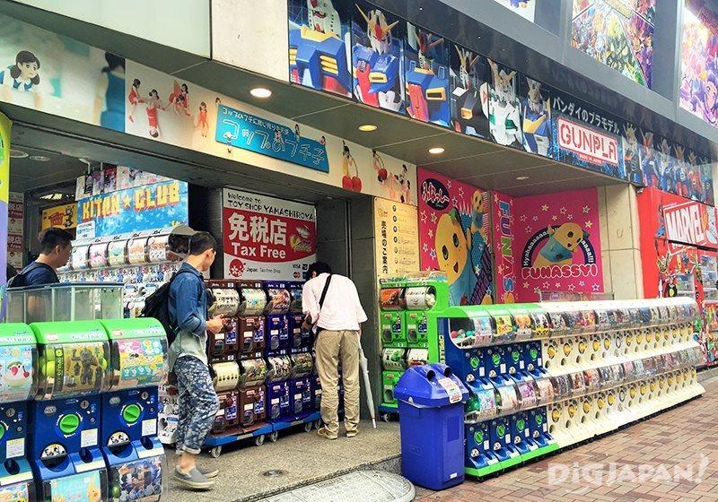 เดินเที่ยวตลาดอาเมะโยโก_ไข่กาชาปอง