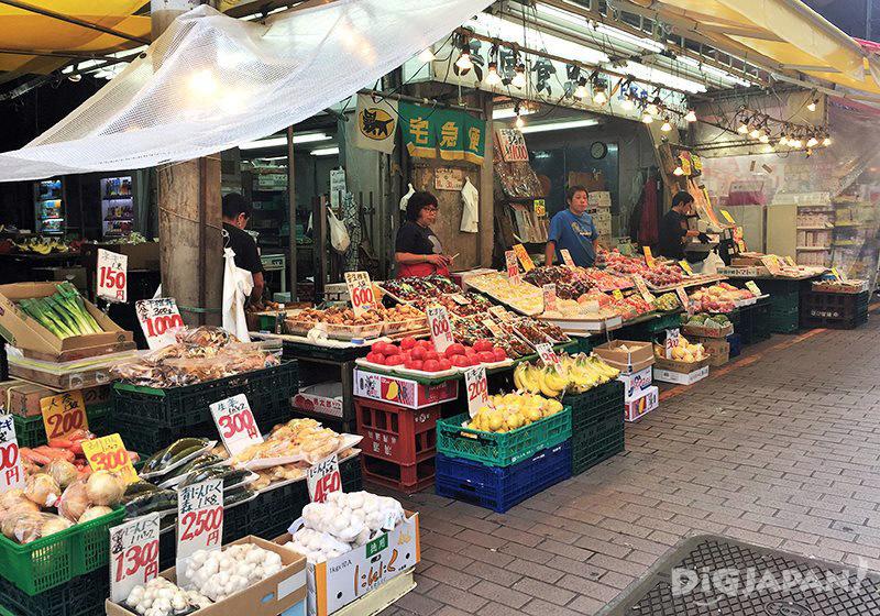 เดินเที่ยวตลาดอาเมะโยโก_ร้านผลไม้และของสด