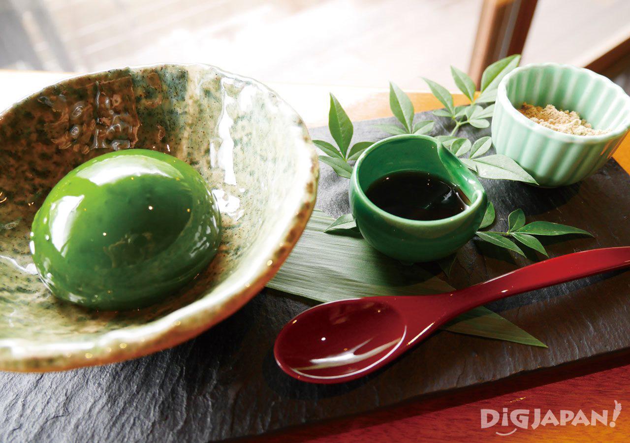 茶寮八翠翡翠色的抹茶甜點