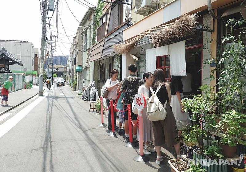 ร้านน้ำแข็งไสฮิมัทสึโด_คิวยาวหน้าร้าน