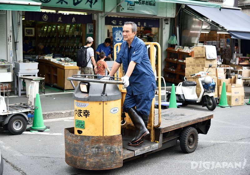 A turret truck at Tsukiji Market