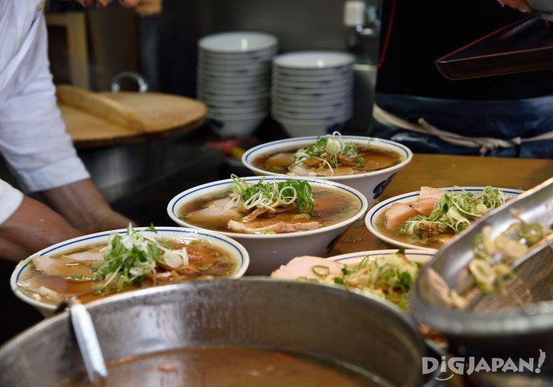 築地井上_「中華拉麵」(700日元)