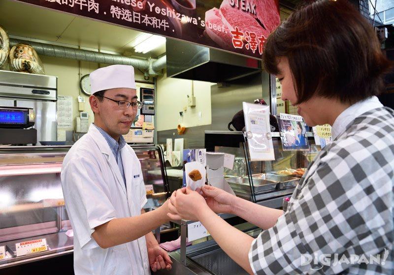 吉泽商店的现炸松阪牛炸肉饼
