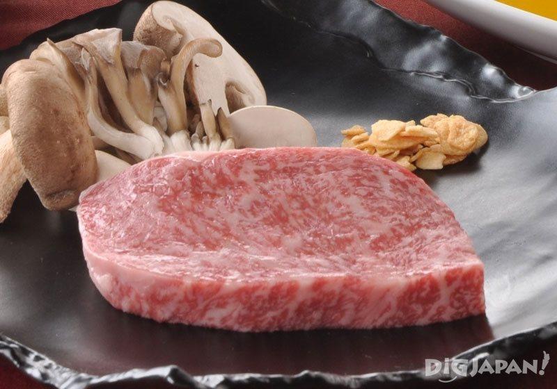元汤古泉阁温泉料理中的神户牛