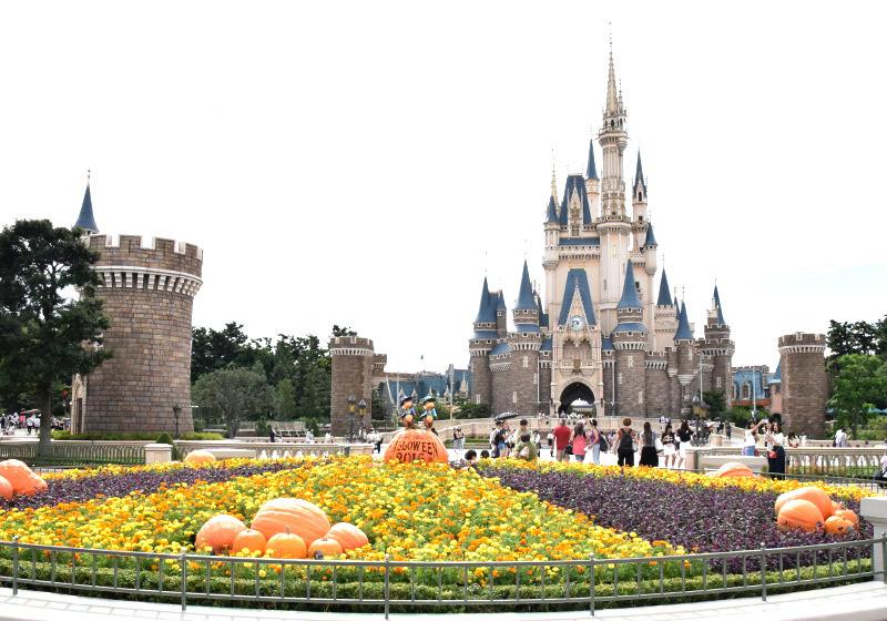 도쿄 디즈니랜드 할로윈 신데렐라 성 앞