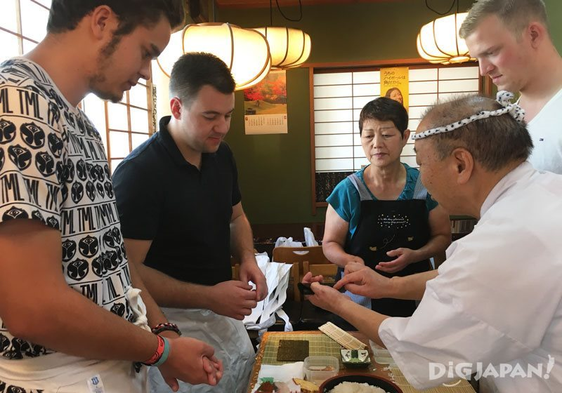 Sushi making lesson through EMBLEM Hostel