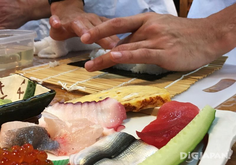 Sushi making lessons in Tokyo through EMBLEM Hostel