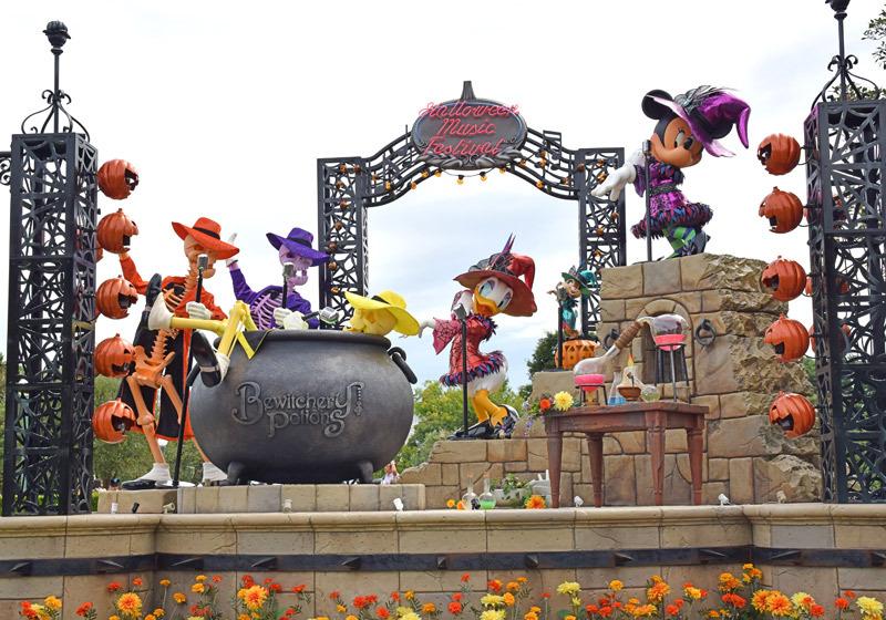 도쿄 디즈니랜드 할로윈 조형물