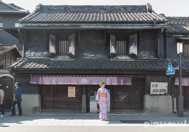 อิจิบังไก (Ichibangai Street)