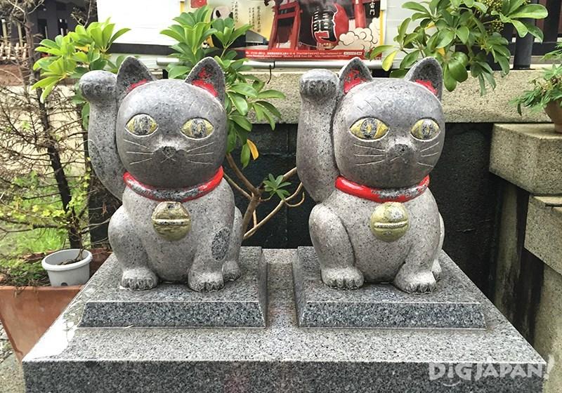 แมวหินคู่