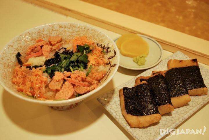 「二色茶泡飯」以及「麻糬海苔卷」