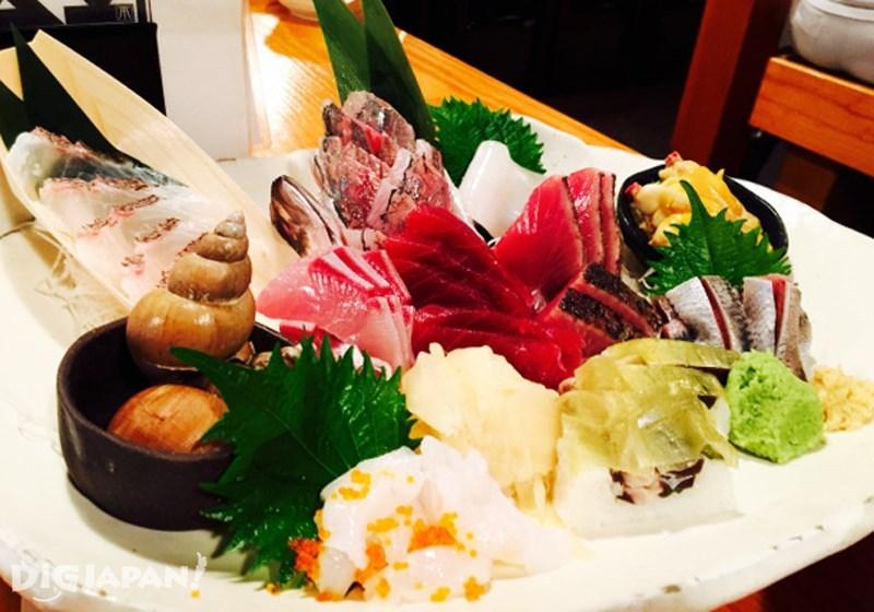 6點組合的生魚片1980日元