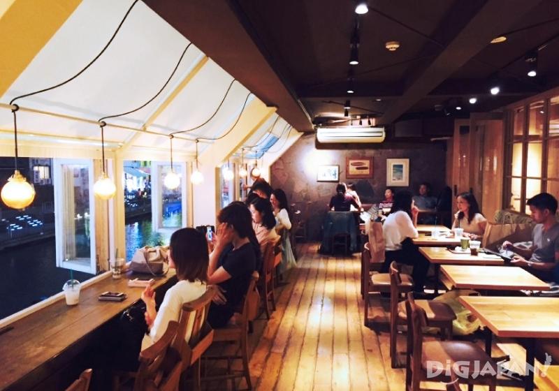 오사카 도톤보리 호놀룰루 카페_내부2