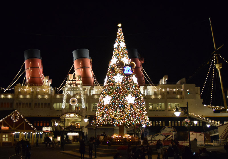 The 15 m tall Christmas tree at Tokyo Disneyland
