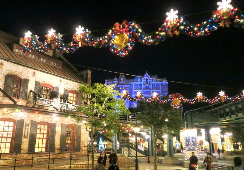迪士尼海洋内随处可见的圣诞装饰