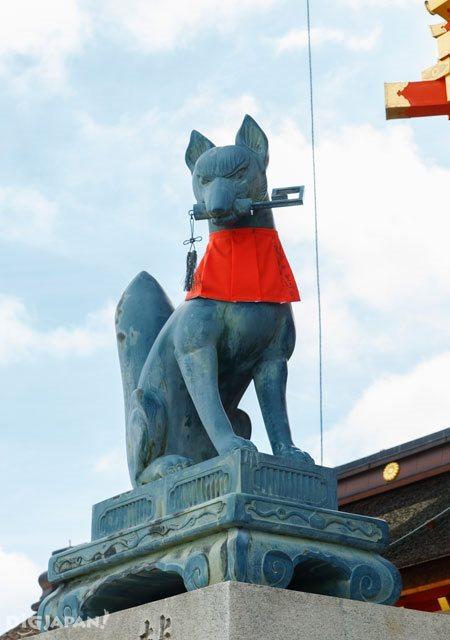 A fox statue at Fushimi Inari Taisha Shrine