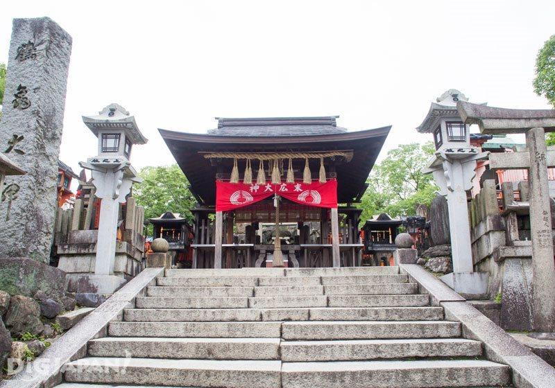 A sub-shrine of Fushimi Inari Taisha Shrine dedicated to good business
