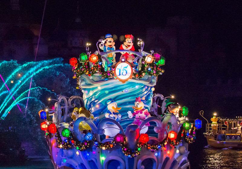 迪士尼明星集体乘船游