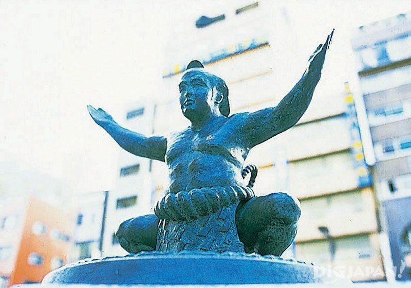 A statue of a sumo wrestler