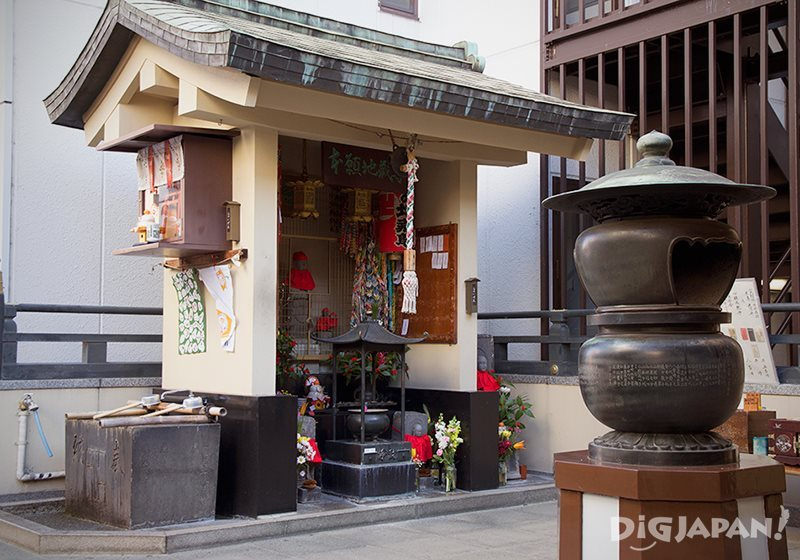 Okannon-ji's Jizo shrine and Inari shrine