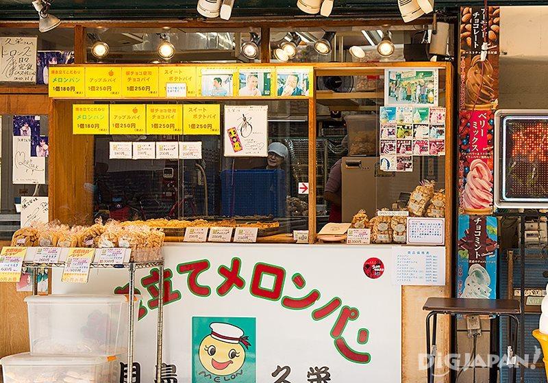 Melon pan at Kyuei  in Tokyo_1