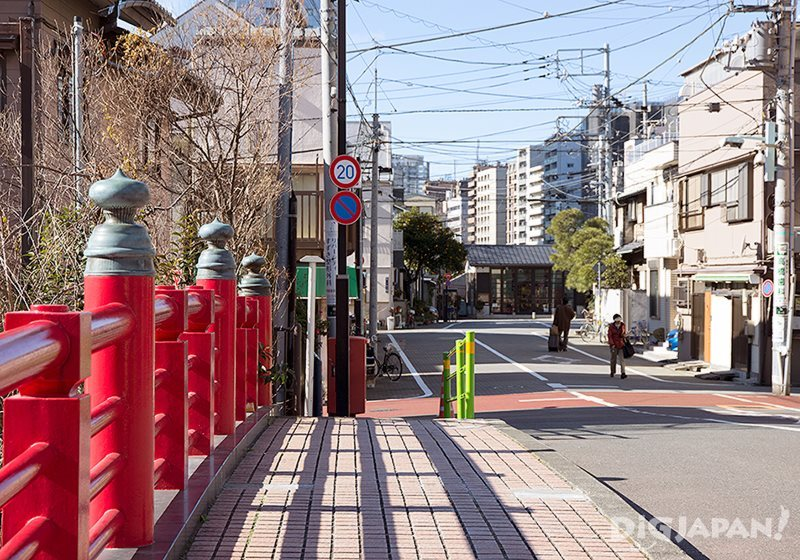 The bright red Tsukudako Bridge marks the entrance to Tsukuda.