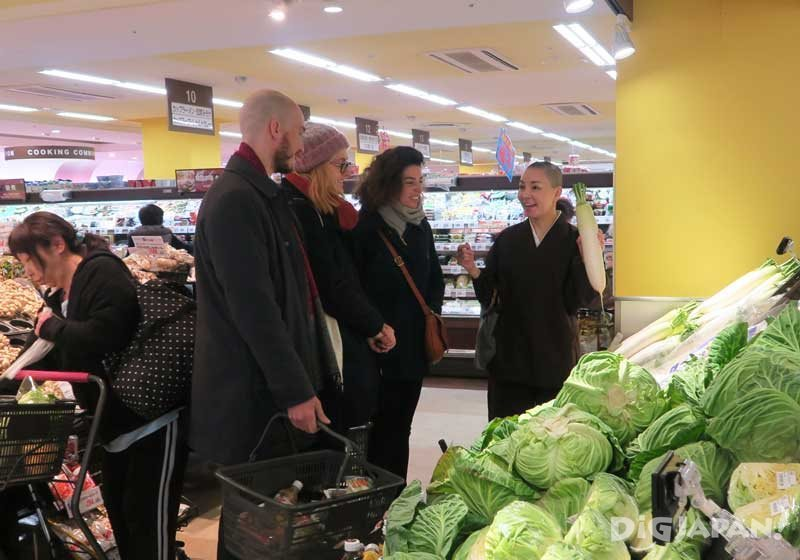 Grocery shopping with a Buddhist nun 1