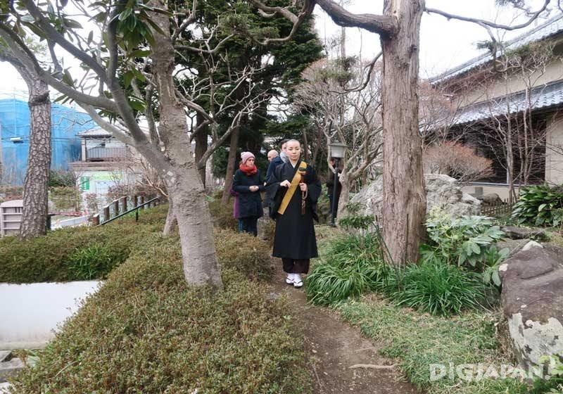 Walking meditation with a Buddhist nun