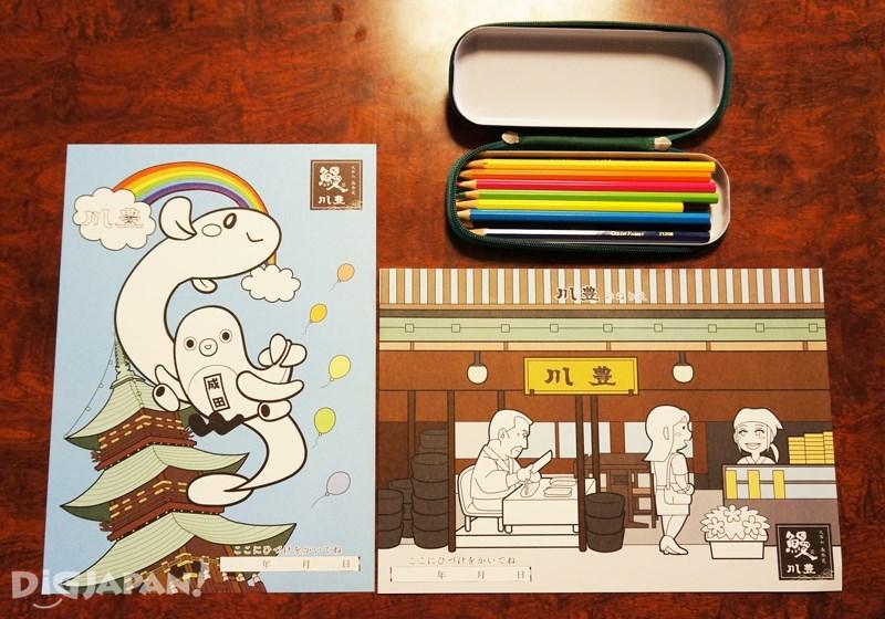 川豐小朋友用畫紙畫筆
