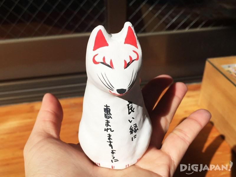 稻荷神社的幸运狐狸