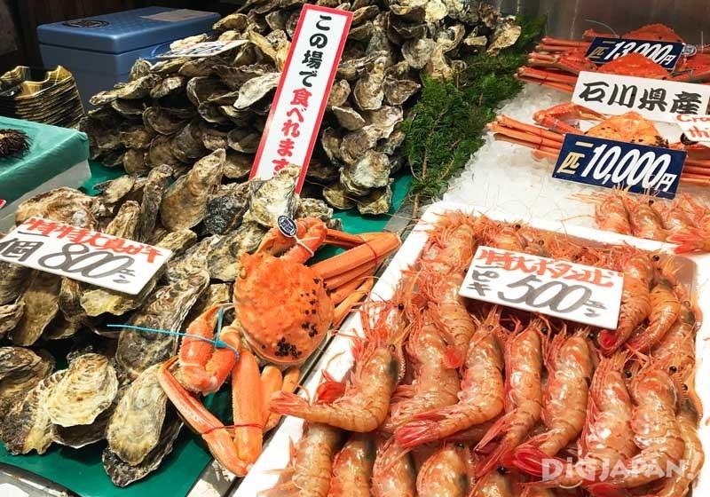 新鲜的牡丹虾和牡蛎