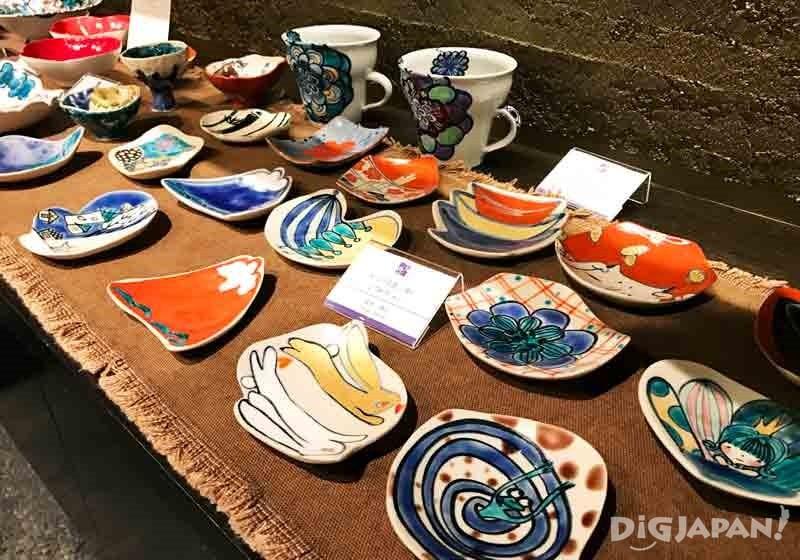 顏色鮮艷亮麗的九谷燒瓷器