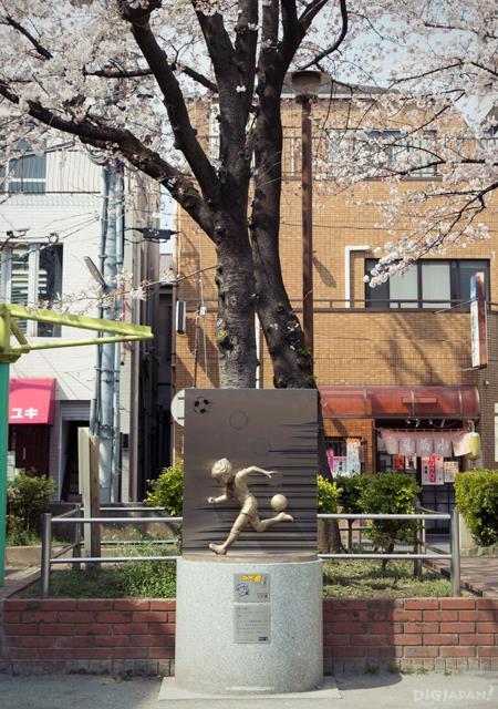 CAPTAIN翼雕像