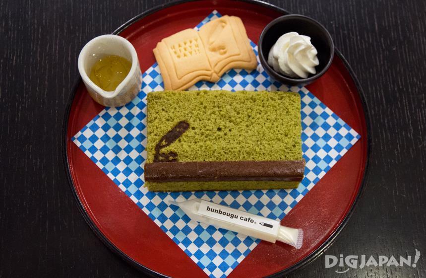 文具咖啡店的黑板蜂蜜蛋糕