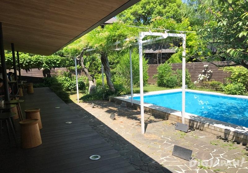 STARBUCKS鎌倉御成町店泳池