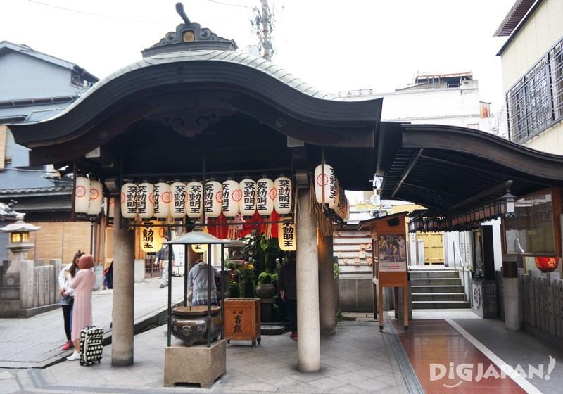 Hozenji Temple2