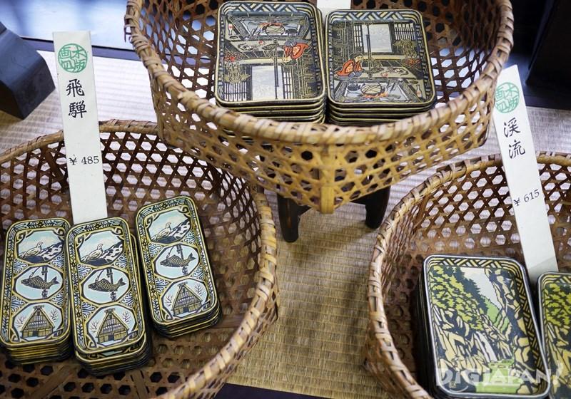 Woodblock print paper trays