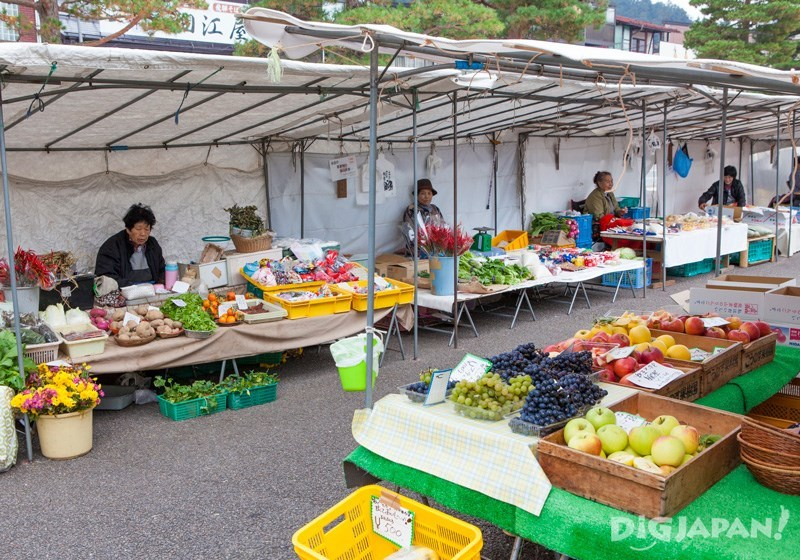 The morning market runs until noon
