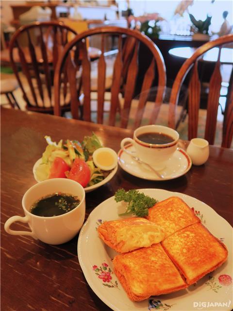 世界堂喫茶室パレットで食べられるグラタンサンド