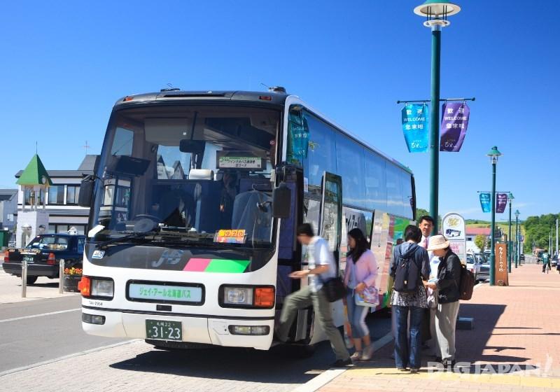富良野車站出發的美遊巴士