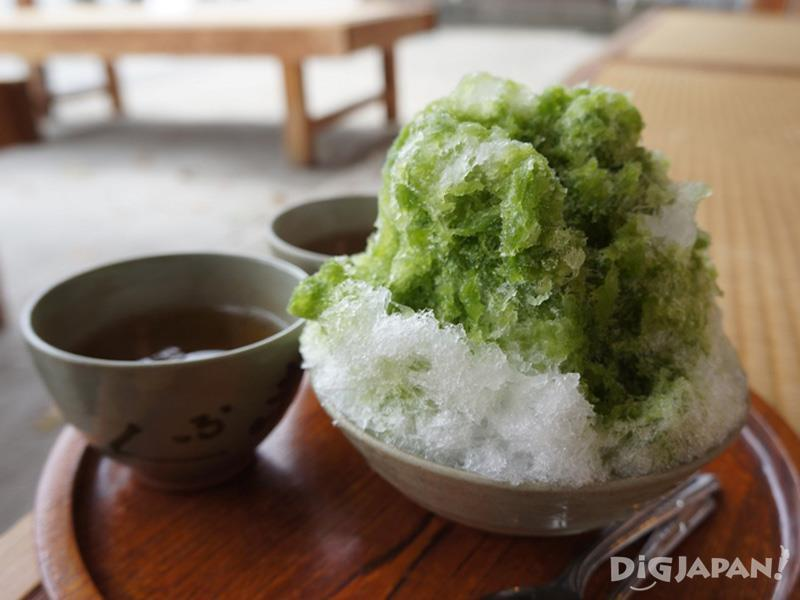 Akafuku shaved ice is available in summer only 520 yen