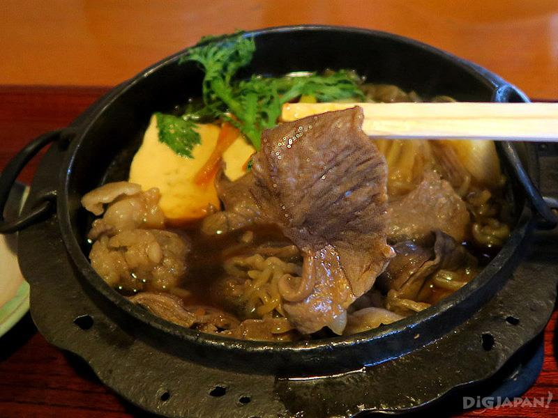 Beef hotpot 2,260 yen. For Japanese beef, the price is low!