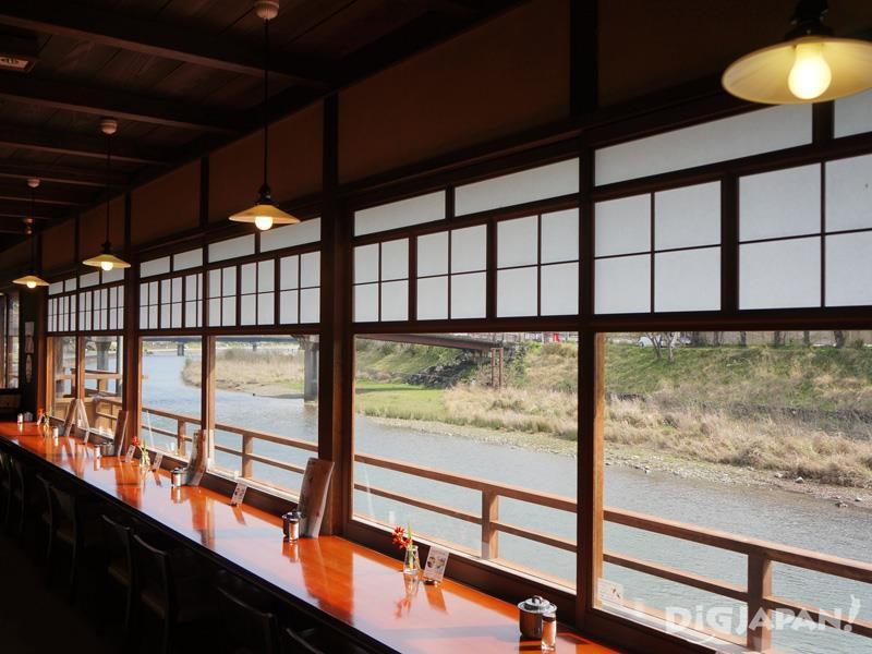 Isuzugawa Cafe - Calm interior atmosphere