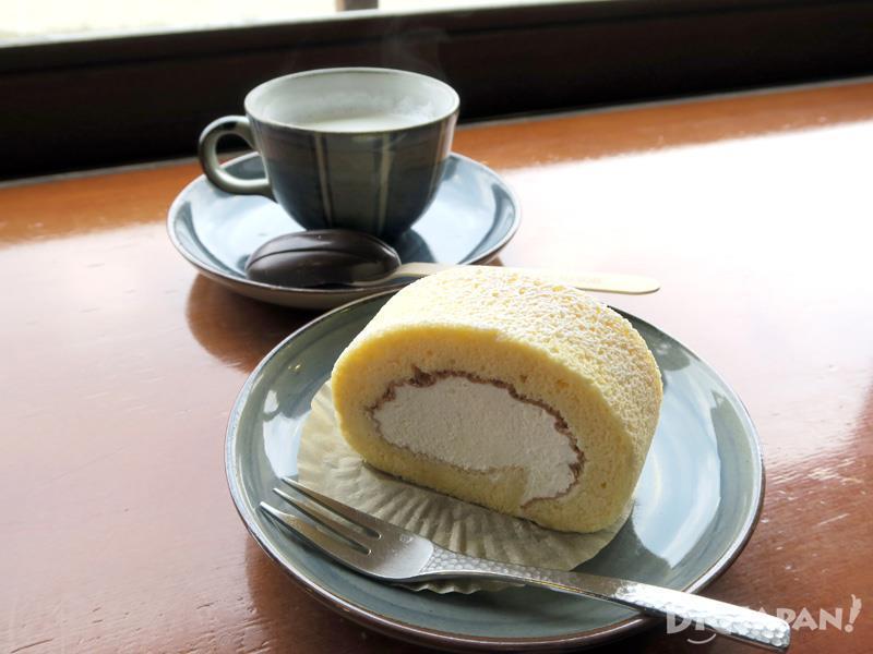 Manuka honey roll cake 350 yen