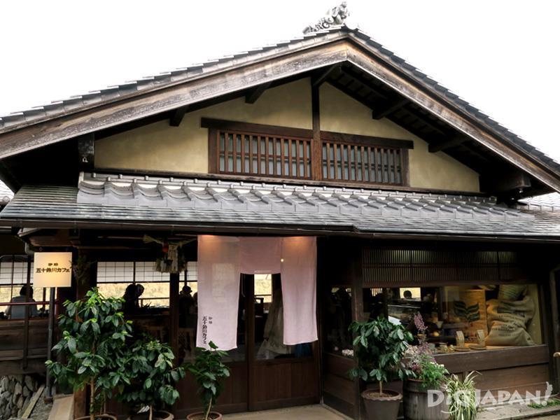 古民家風の雰囲気ある佇まいの五十鈴川カフェ
