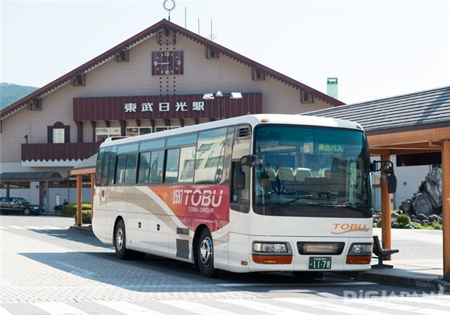 รถบัสหน้าสถานีรถไฟ Tobu