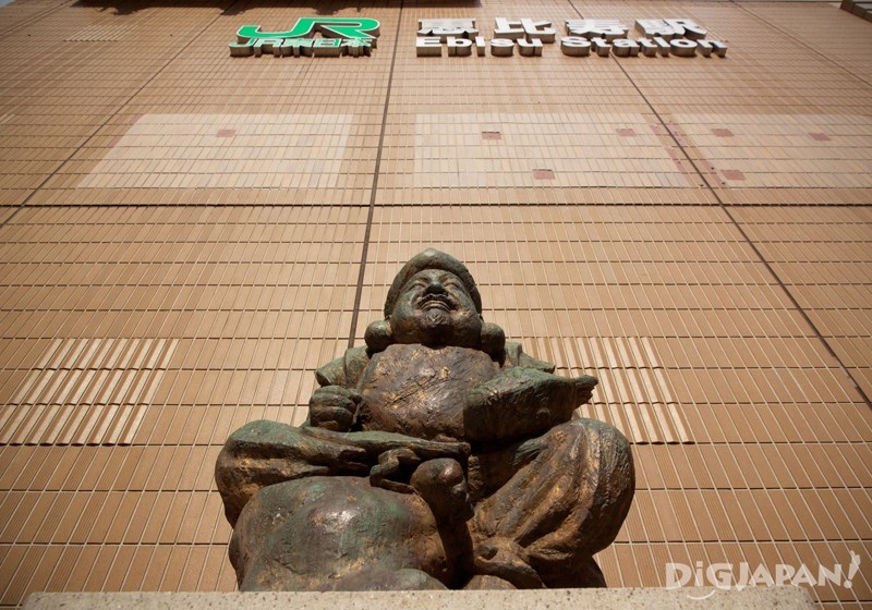 รูปปั้นเทพเจ้าเอบิสุ หน้าสถานีเอบิสุ(Ebisu station)
