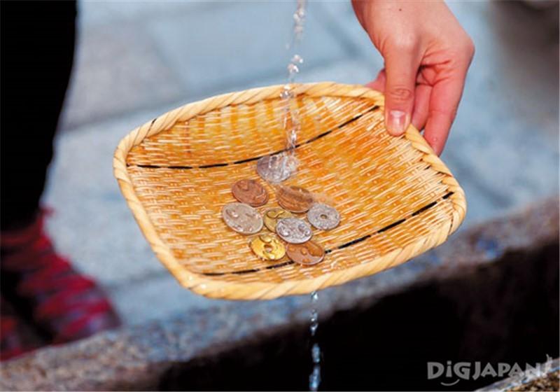 นำเหรียญล้างน้ำ